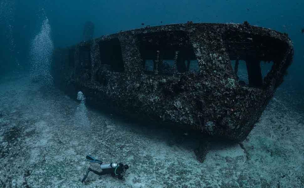 War ship Wreck C58 minesweeper in Cancun